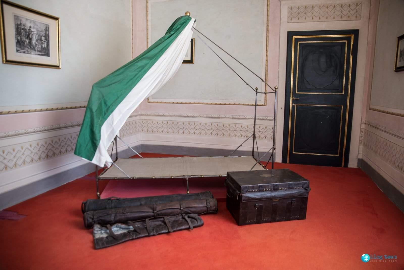 Łóżko polowe w willi Napoleona