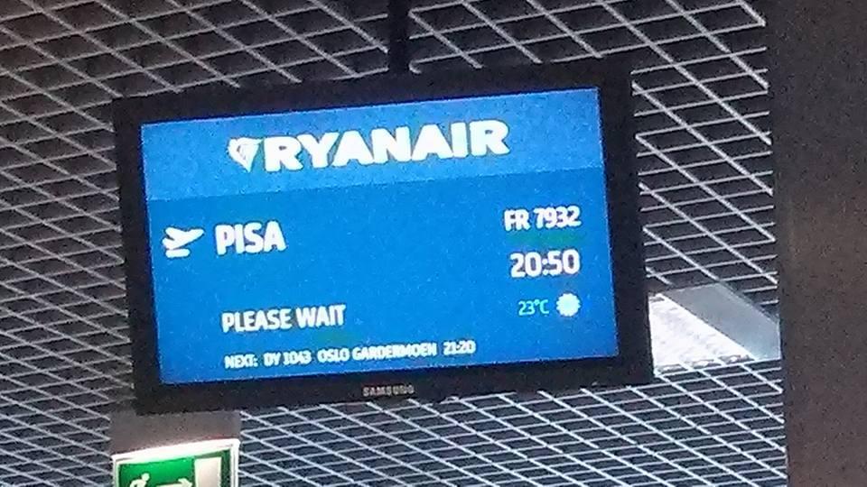 Ryanair do Pizy opóźniony