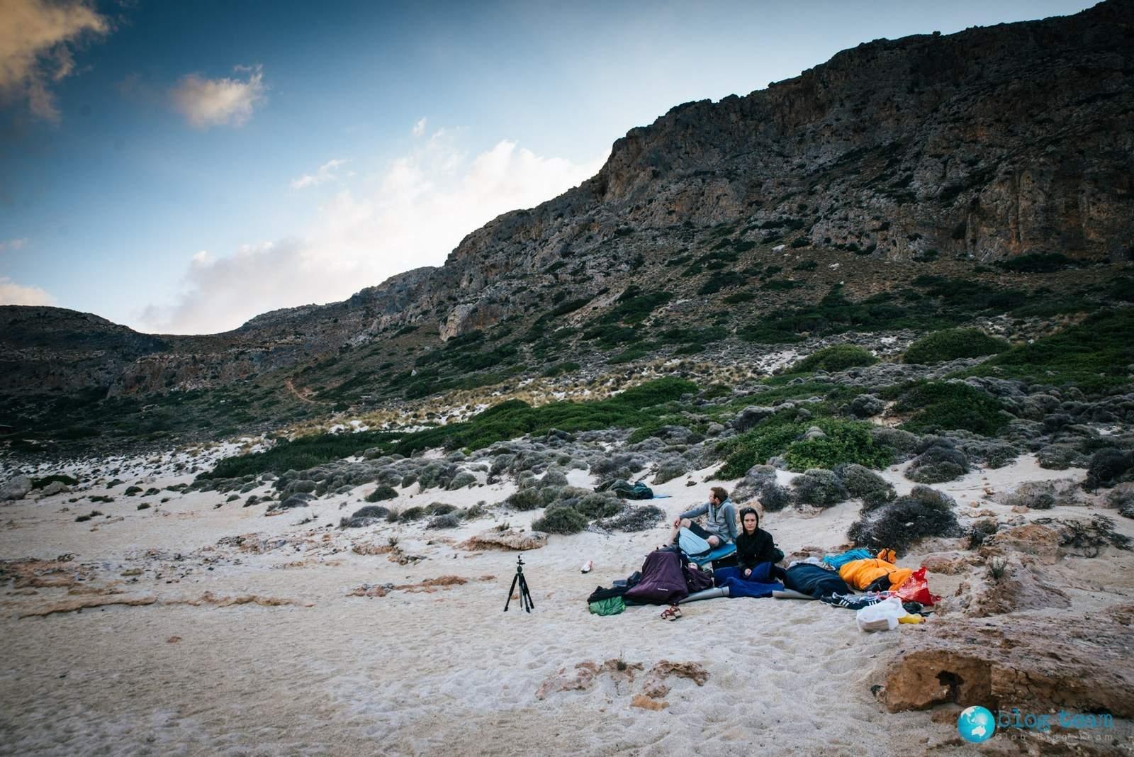 Spanie na dziko na plaży Balos