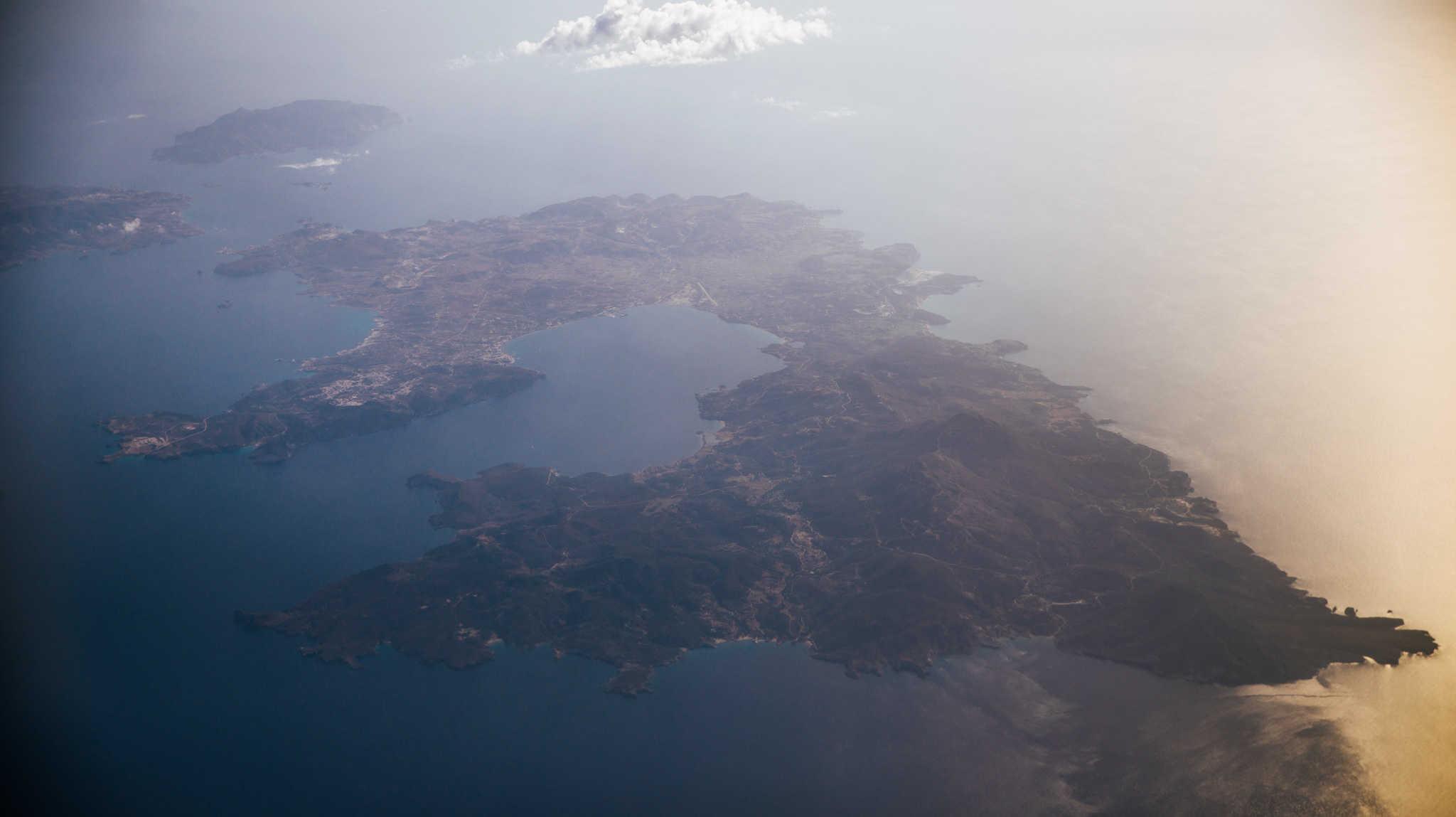 Wyspa Milos z lotu ptaka - Milos Island bird's-eye view