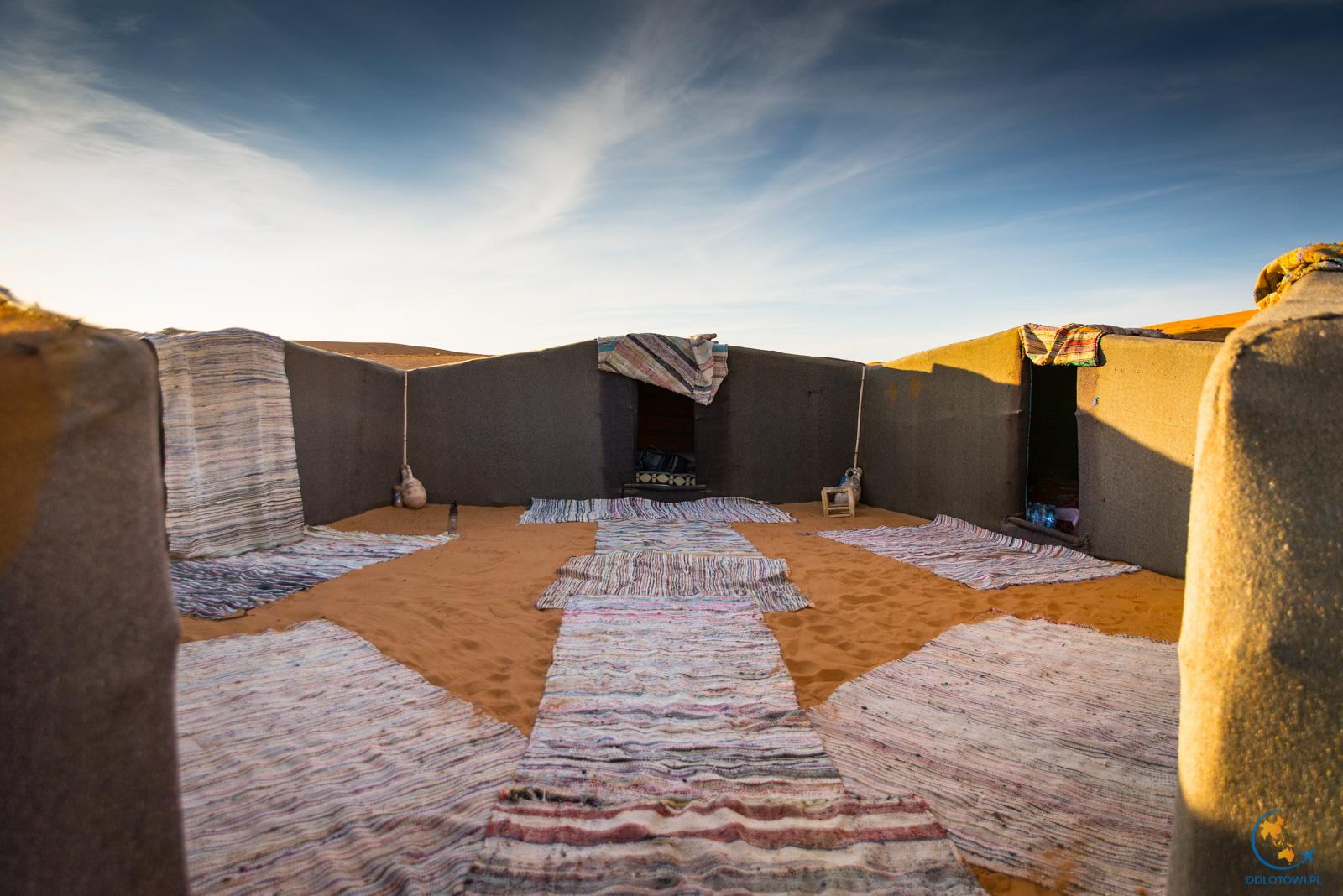 Nocleg w namiotach na Saharze, Maroko