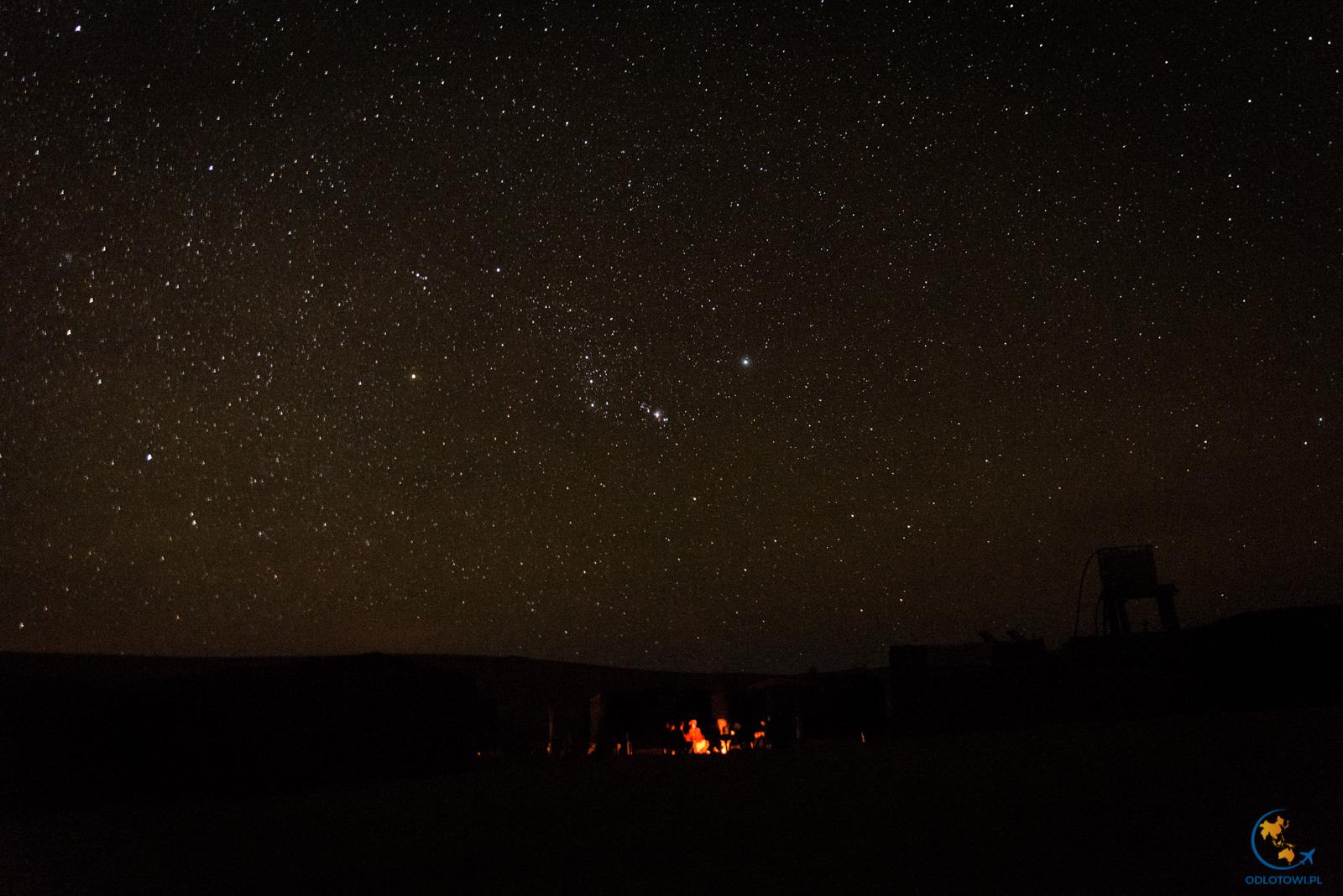 Noc na Saharze - niebo w gwiazdach | Desert Fireplace and stars
