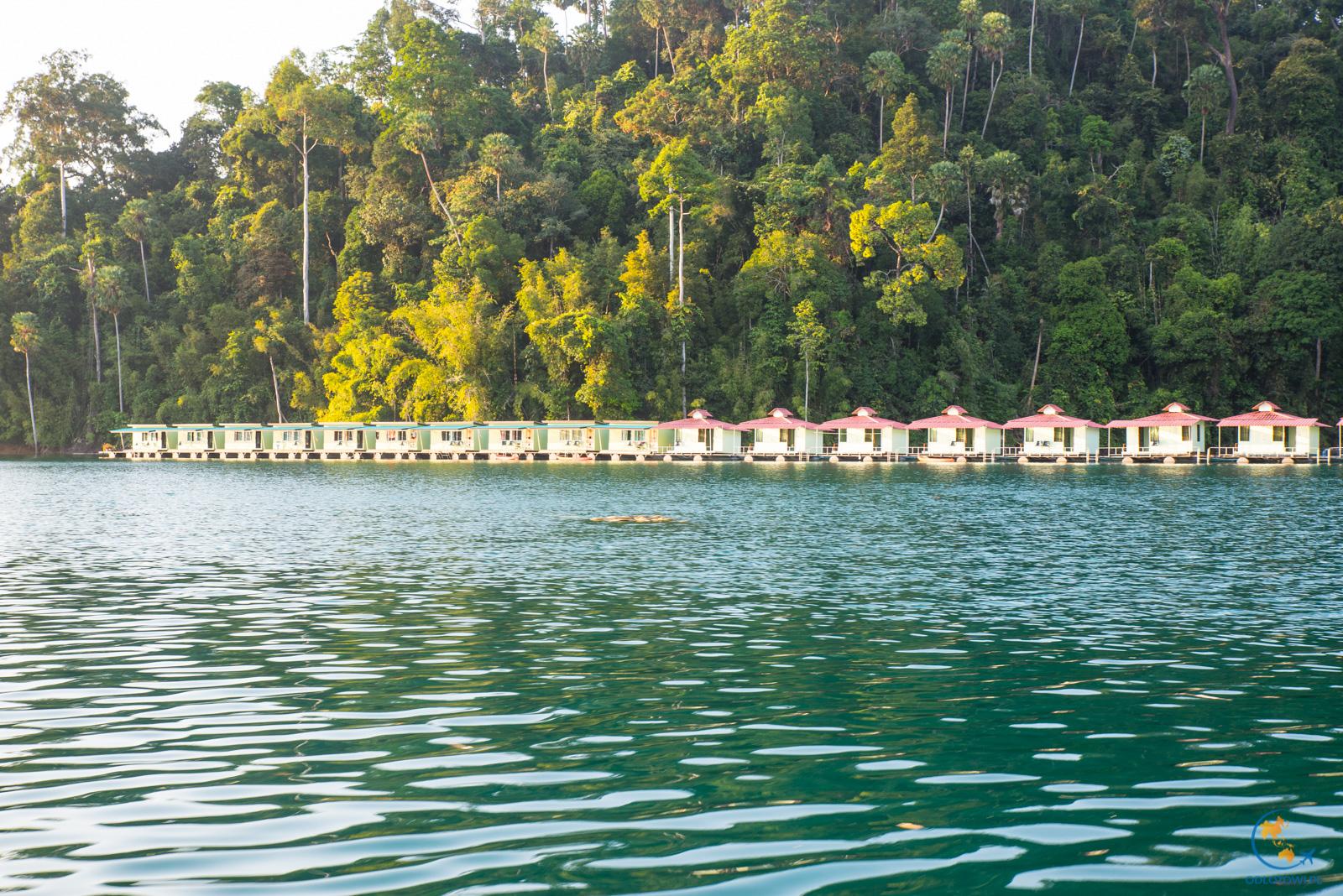 Domki na jeziorze - Khao Sok Smiley Lakehouse