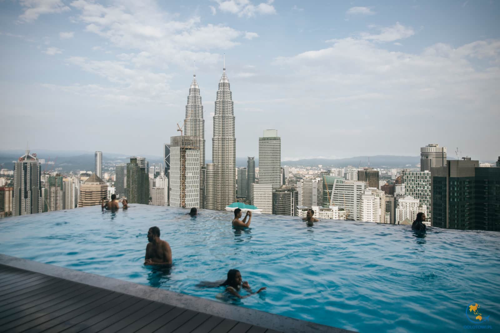 The Face Suites - infinity pool - Petronas Towers view